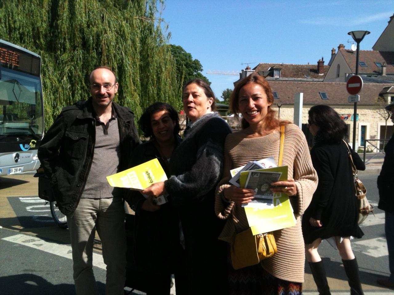 Au marché Gaillardon avec Hélène Lipietz, sénatrice EELV, pendant la campagne électorale pour les législatives 2012